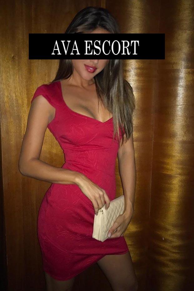 Escort Linda Nürnberg rotes Kleid