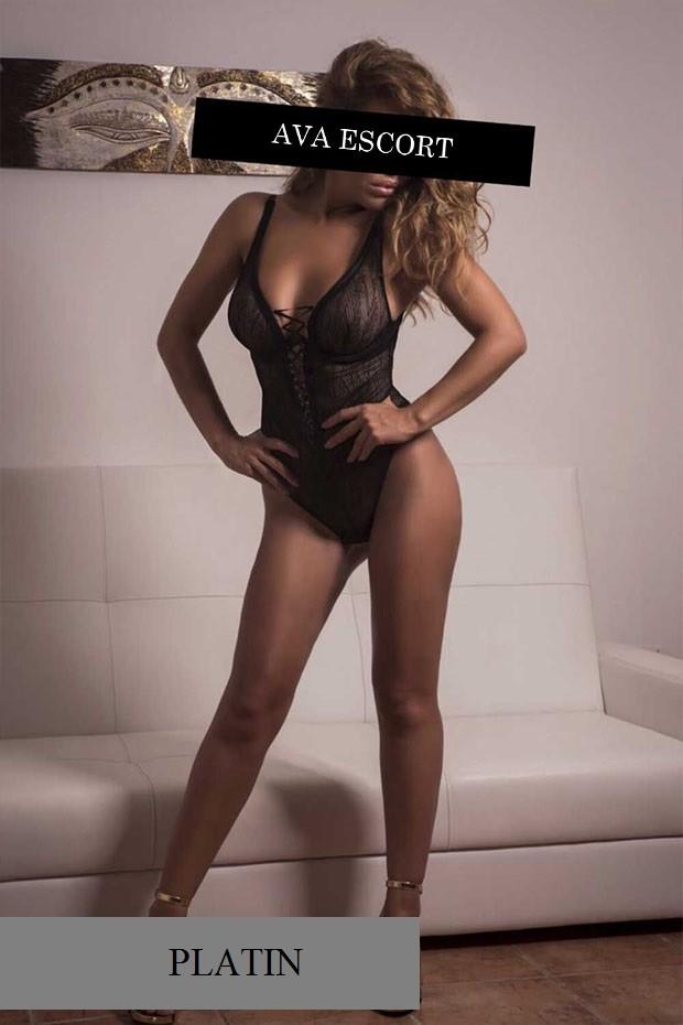 Escort Lucy Frankfurt sexy Body schwarz