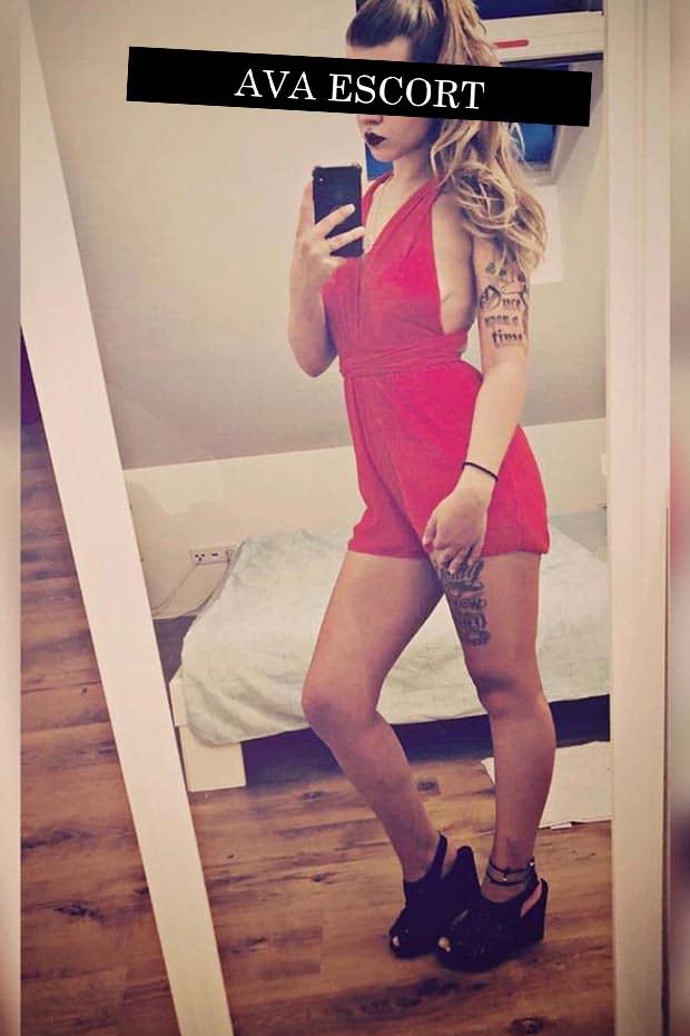 Melissa Escort Köln NRW Kleid rot