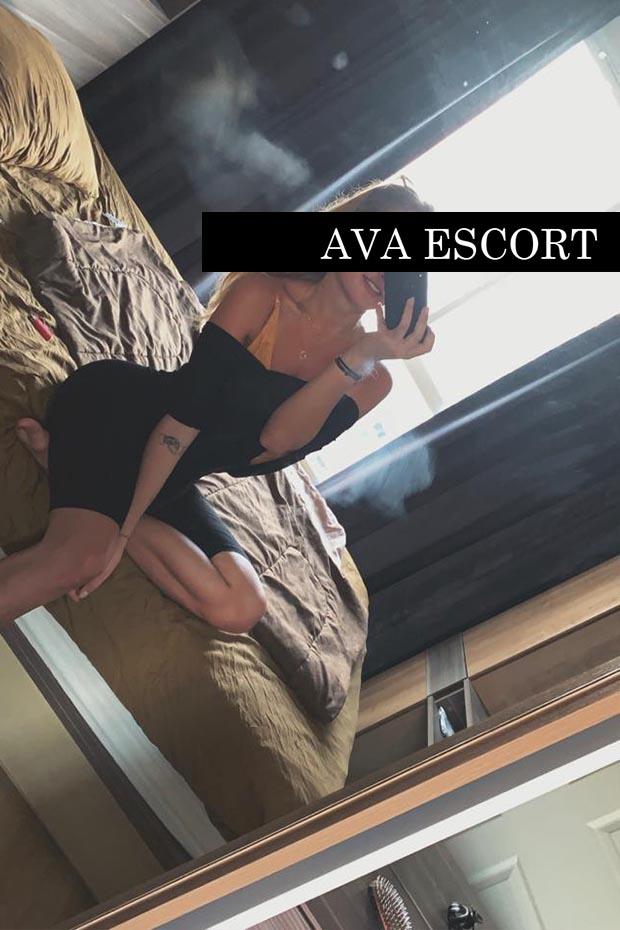 Escort Nürnberg Alissa auf Bett