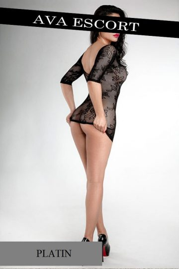 Escort Düsseldorf Nina sexy Kleid kurz