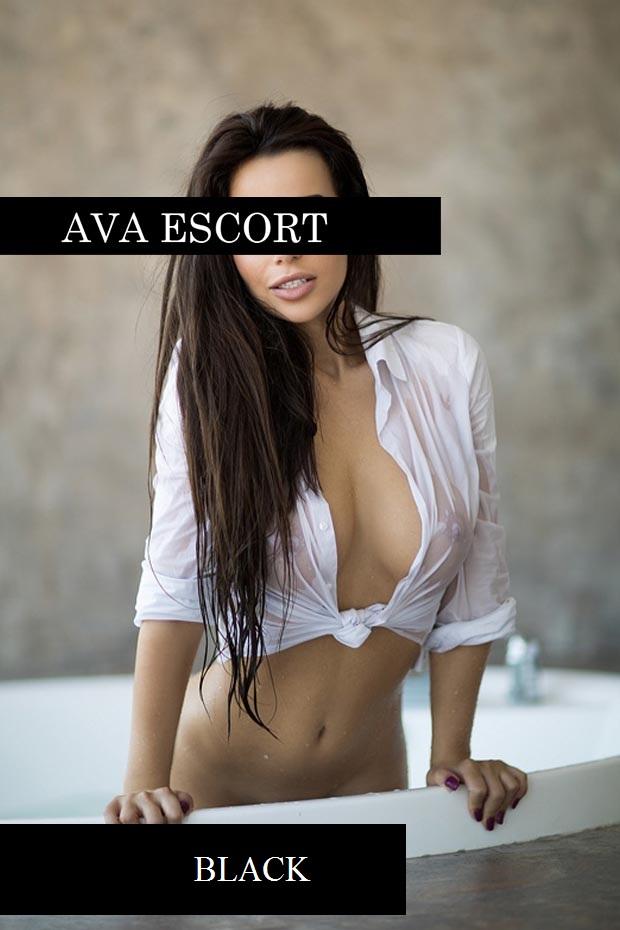Escort Girl Fiona aus Düsseldorf sexy Hemd nass